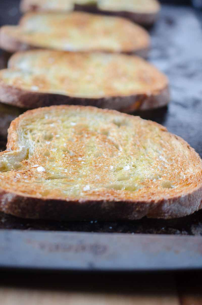 With only 4 ingredients this is the best (and easiest!) garlic bread you'll ever make!