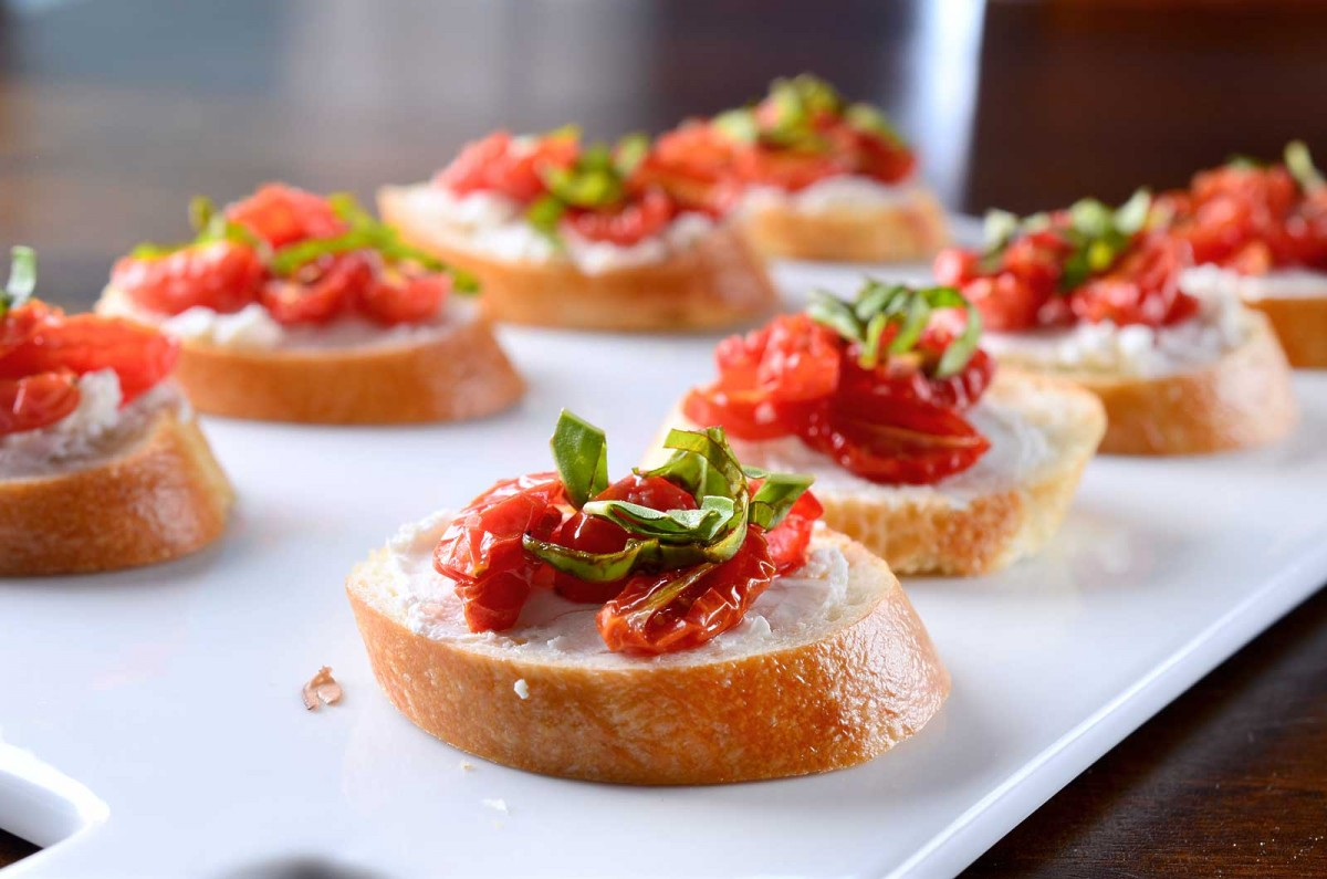 Tomato Crostini Recipe — Dishmaps